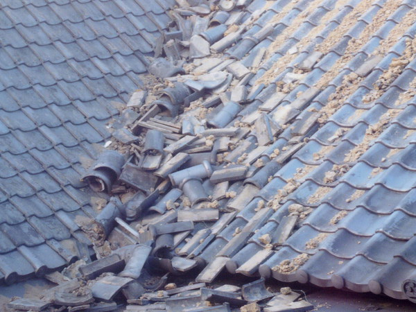 震災後@瓦屋根.jpgのサムネール画像